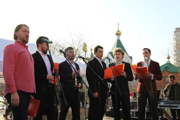 Помимо традиционных духовных песнопений, в преддверии празднования Дня Победы хор исполнил песни военных лет