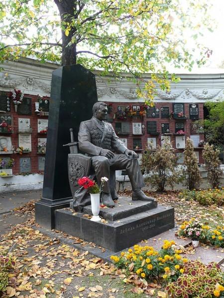 Могила А.И. Лебедя на Новодевичьем кладбище