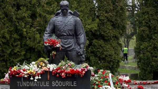 Бронзовый солдат в Таллине. Фото: ВВС