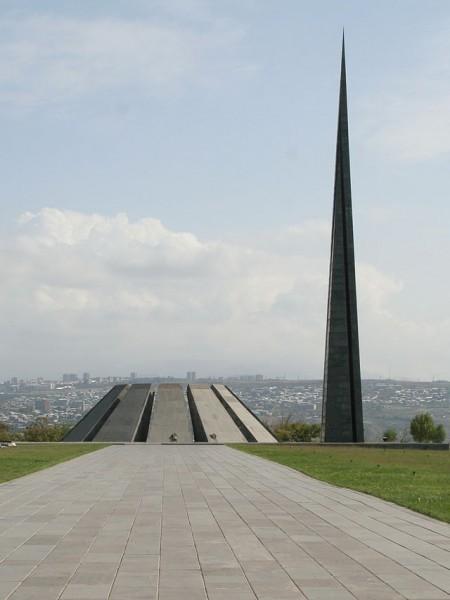 Мемориальный комплекс Цицернакаберд. Фото: Википедия
