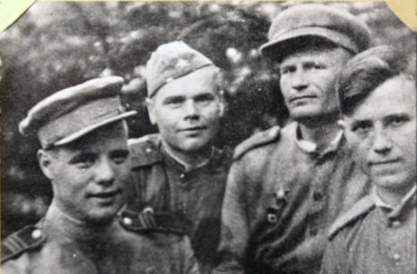 Крайний справа - Борис Ильин