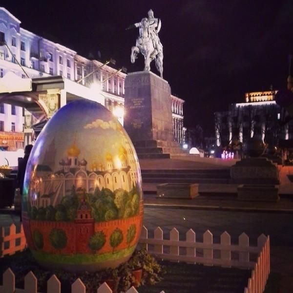 tvoya_kaluga Прямо сейчас на Тверской в Москве. Пасхальная неделя. Ночью еще эффектней. В Калуге тоже так будет когда-нибудь...