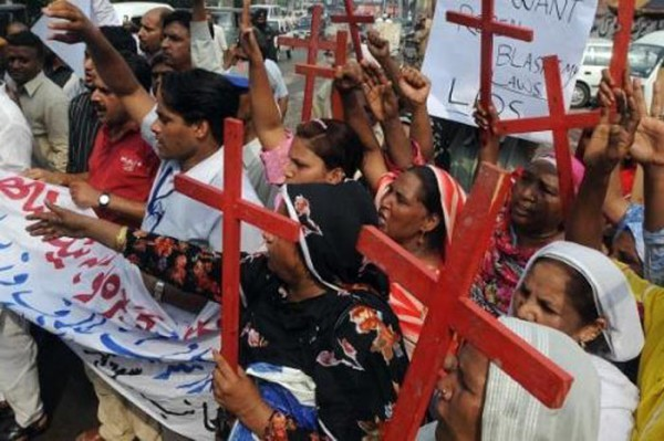 В Пакистане избили журналиста, защищавшего права христиан