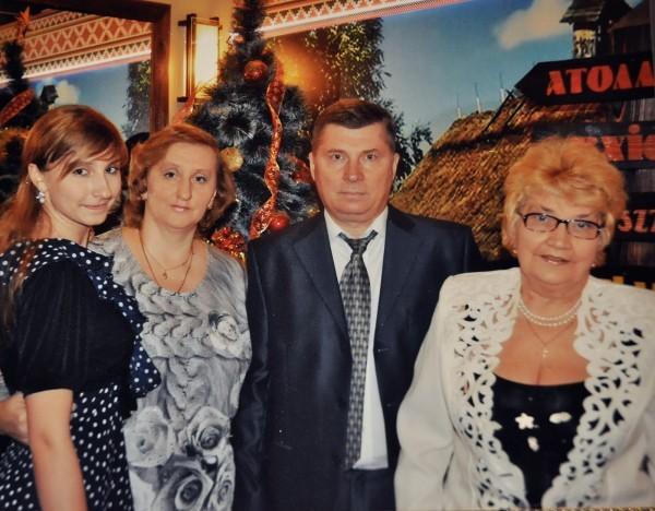 С сыном, невесткой и внучкой
