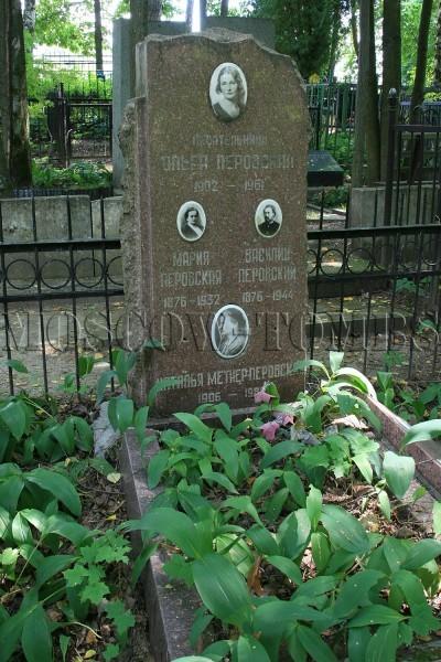 Могила Ольги Перовской на переделкинском кладбище