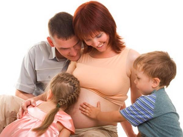 Фонд святителя Григория Богослова открыл горячую линию по незапланированной беременности для будущих мам и пап