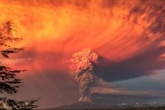 В Чили началось мощное извержение вулкана – 4 тысячи человек эвакуировали (ФОТО)