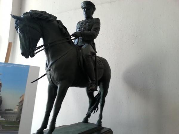 Памятники маршалу Рокоссовскому будут открыты в Москве и Волгограде
