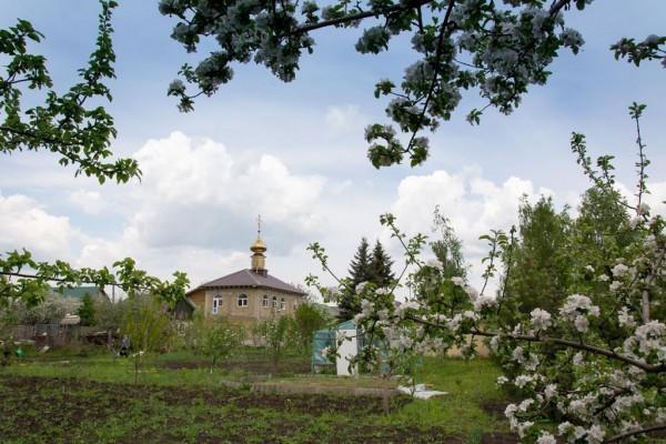 Донбасс: как община разрушенного храма помогает людям (+ФОТО)