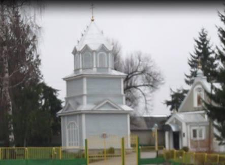 В Волынской области раскольники пытаются выжить из села священника с семьей