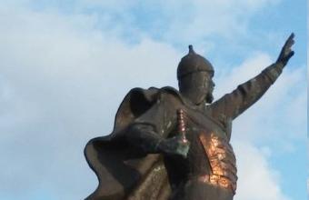 В Харькове неизвестные украли меч с памятника Александру Невскому