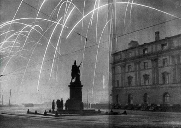 Артиллерийский салют 27 января 1944 в ознаменование полного снятия блокады