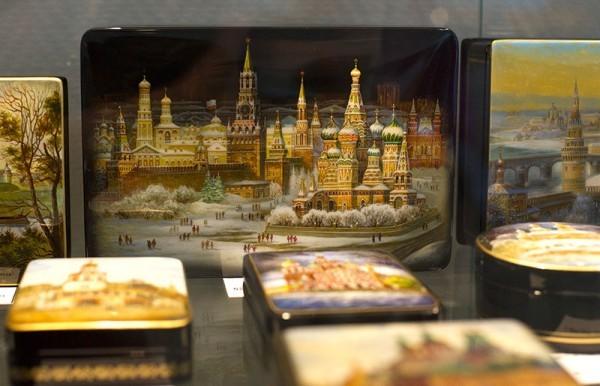 Федоскинская лаковая миниатюра. Фото ИТАР-ТАСС/ Станислав Красильников