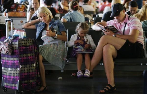 Погранслужба будет выпускать несовершеннолетних за границу без согласия второго родителя