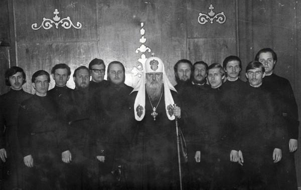 Святейший Патриарх Пимен со своими иподиаконами в 1975 году.