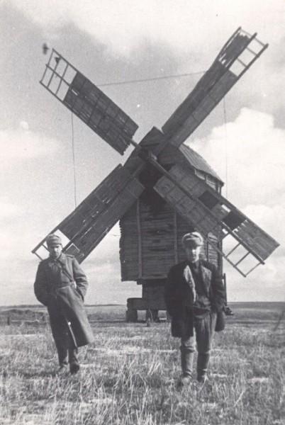 Сталинградский фронт. Осень 1942г. Военкоры Г. Тертышник (слева) иБ.Мясников