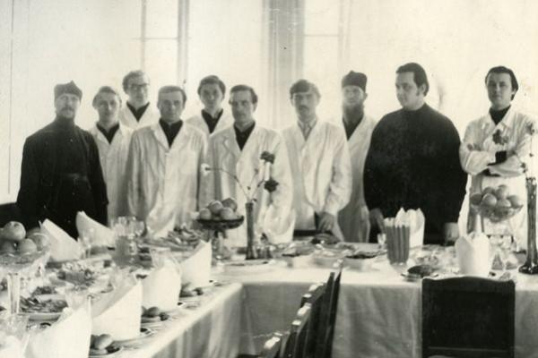 1 апреля 1976 г. перед приемом делегаци в Патриарших покоях Свято-Троицкой Сергиевой Лавры.