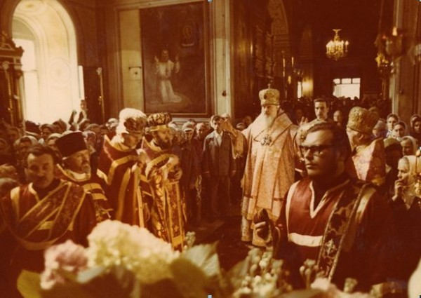 На Божественной Литургии в храме св. пророка Илии в Обыденском переулке. Фотография ок. 1977 г.