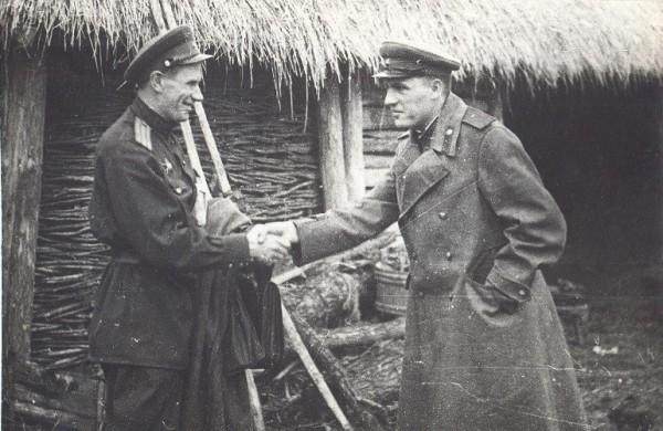 Слева П.П. Яхлаков, справа— В.А. Бобылёв