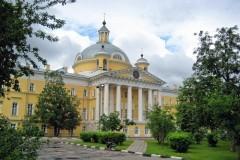 В Москве простились с погибшим в ДТП 4-летним Артемом Лукиным из Мариуполя