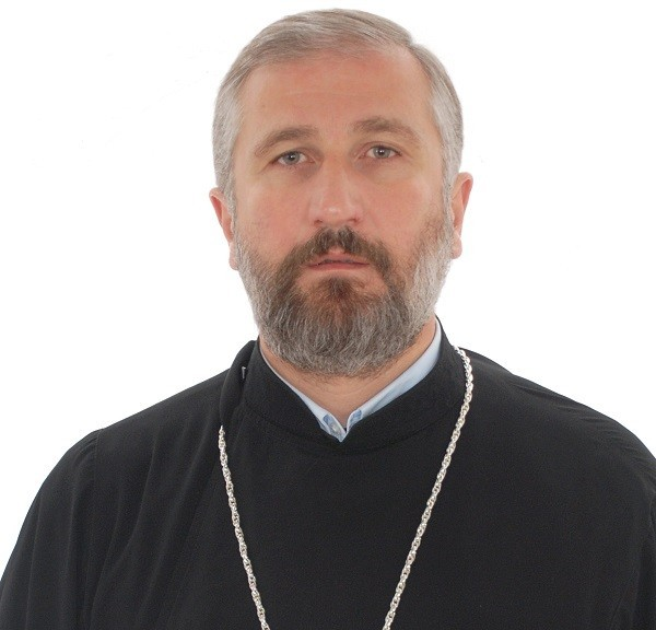 Протоиерей Давид Шарашенидзе: Зависимость молодежи от Интернета сужает ее духовные горизонты, но нельзя запрещать компьютер