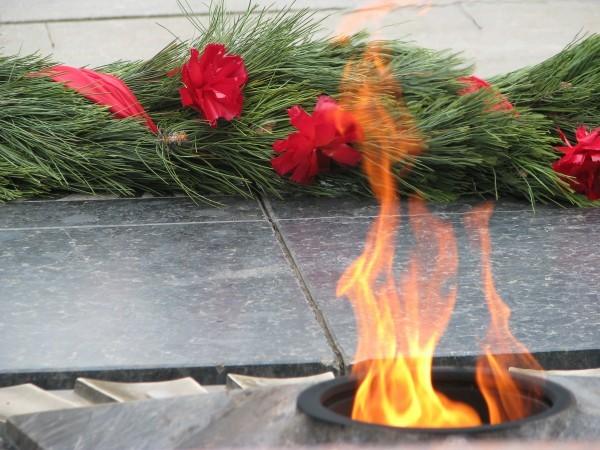 Надоли гасить вечный огонь?