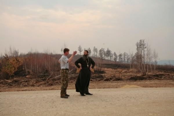 Социальным отделом Нерчинской епархии, в которой мы сейчас ищем наиболее пострадавших от стихии погорельцев, руководит протоиерей Александр Тылькевич
