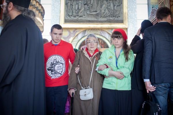 Невидимая рука в паломничестве к Деснице (+ФОТО)