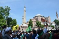 Турки требуют вернуть собору Святой Софии статус мечети – сотни митингующих