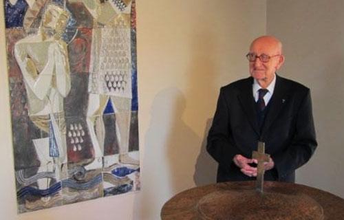 Старейший житель Бельгии-священник продолжает служить в 105 лет