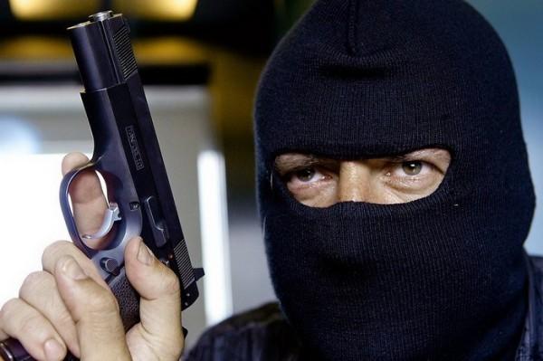 В Приморье 85-летний пенсионер задержал вооруженного грабителя и спас женщину