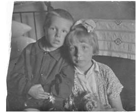 С двоюродной сестрой Александрой