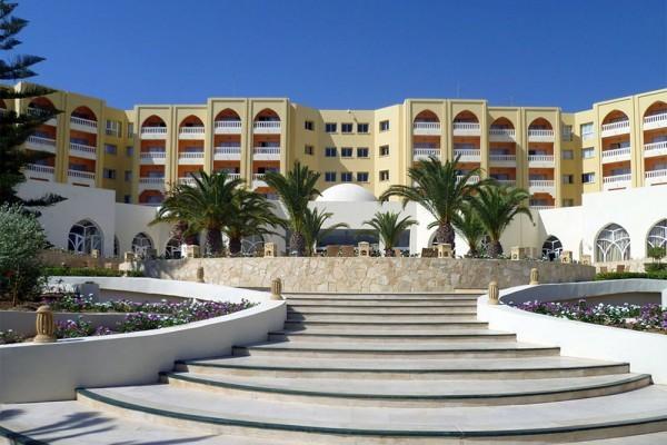 Около 30 человек стали жертвами атаки террористов в отеле Туниса