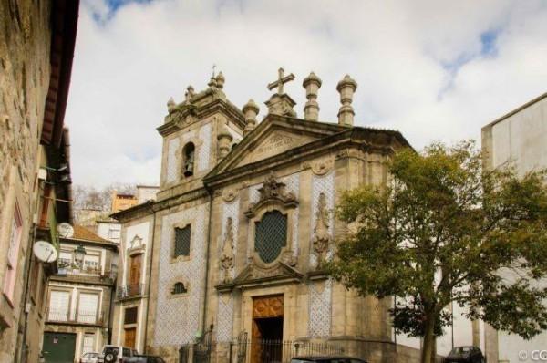 Церковь святого Петра, в которой сначала были положены мощи святого. Фото: faroldaboanova.wordpress.com