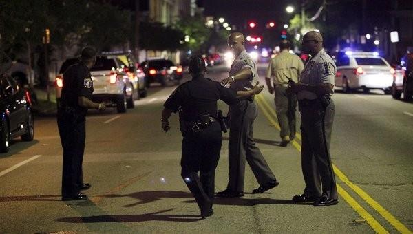 В США неизвестный открыл стрельбу в церкви, на месте стрельбы ищут бомбу