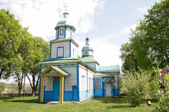 В Сумской области верующие помогли спасти от пожара храм XVIII века