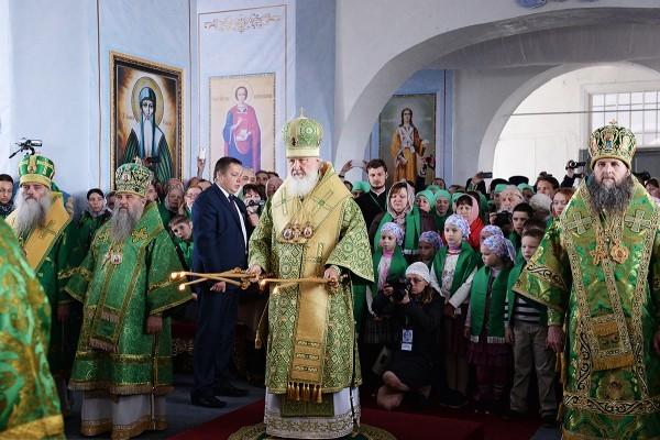 Патриарх Кирилл: Мы возносим молитвы святому праведному Иоанну Кронштадтскому об умиротворении междоусобной брани на Украине