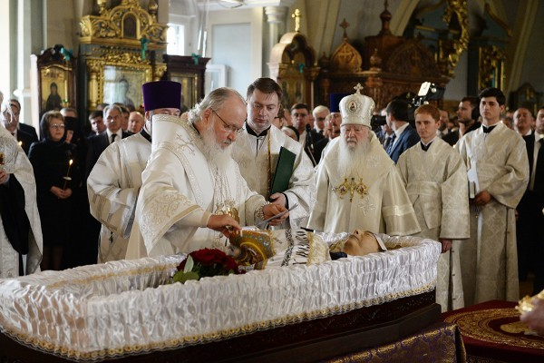 Святейший Патриарх Кирилл совершил отпевание Евгения Примакова (+ФОТО)