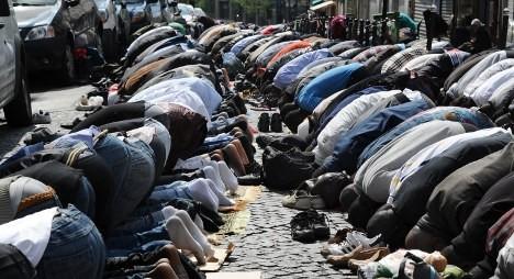 Французскому правительству предложили передать католические храмы под мечети