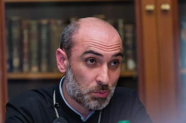 Священник Георг Варданян, представитель епископа Езраса, главы Российской и Ново-Нахичеваньской епархии Армянской Церкви