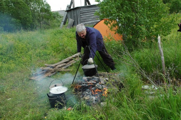 Андрей готовит завтрак