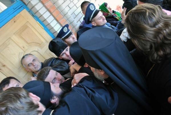 Ровенская епархия просит президента Украины защитить храмы от захвата
