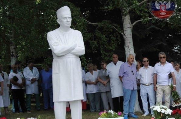 В Донецке открыли памятник легендарному врачу-онкологу