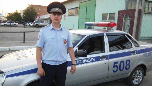 Новосибирский автоинспектор чудом спас пытавшегося покончить с собой мужчину