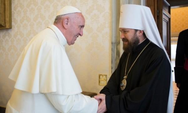 Митрополит Волоколамский Иларион передал Папе Римскому Франциску приветствие от Патриарха Кирилла
