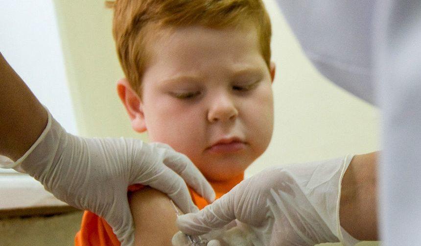 Аллерголог-иммунолог Олег Тогоев: Отказ от прививок можно приравнять к жестокому обращению с детьми
