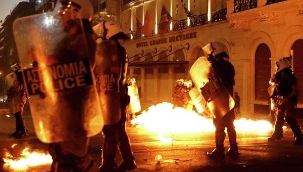 Митинг возле парламента Греции привёл к массовым беспорядкам