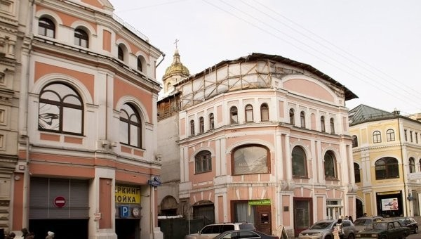 Археологи обнаружили в церкви Ильи Пророка в Москве надгробие XVII века