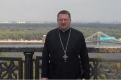 Состояние раненного в Киеве священника остается критическим