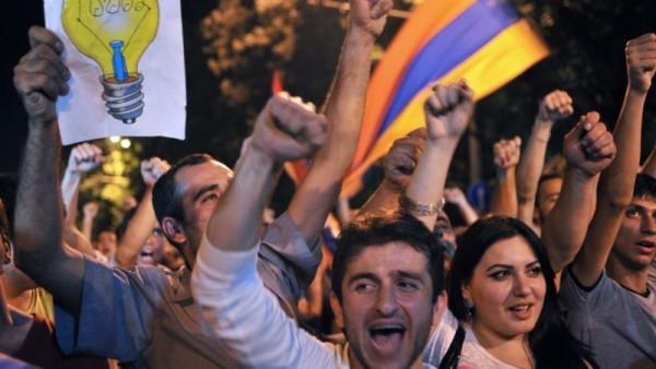 Протесты в Ереване.  Фото: azattyq.org